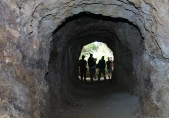"""Sortida del GMC a les mines de ferro de Bruguers (mina """"Elvira"""" o mines de Rocabruna), Gavà."""